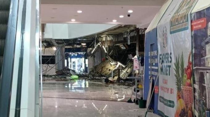 Kondisi bangunan yang rusak akibat ambruknya plafon Mall Margo City Depok, Sabtu (21/8/2021).