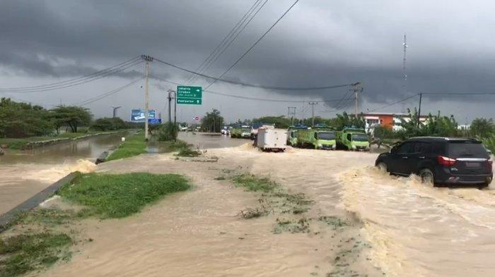 Air Bah Terjang Pamanukan, Transportasi dan Ekonomi Warga Lumpuh, Tol Cipali Juga Kebanjiran
