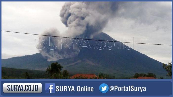 Gunung Semeru Erupsi Meletus 49 Kali Semburkan Lava 14 Kali Tribunnews Com Mobile