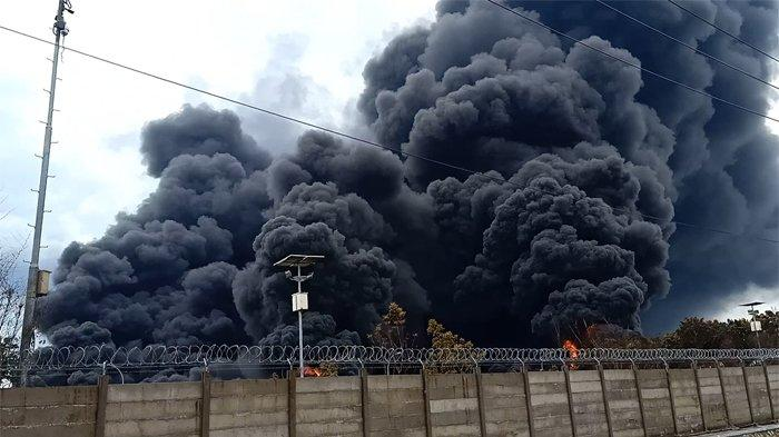 Hingga Selasa Siang Kobaran Api di Kilang Minyak Balongan Belum Padam