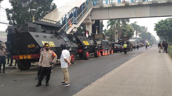 Ruas Jalan utama ditutup, ini kondisi lalu lintas di depan Pengadilan Negeri (PN) Jakarta Timur saat sidang vonis atas terdakwa Muhammad Rizieq Shihab, Muhammad Hanif Alattas dan Direktur Utama RS UMMI Andi Tatat, Kamis (24/6/2021).