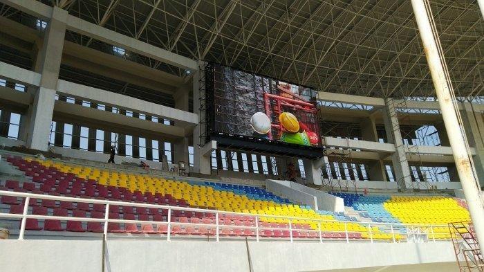 Kondisi lapangan Stadion Manahan Solo yang baru direnovasi