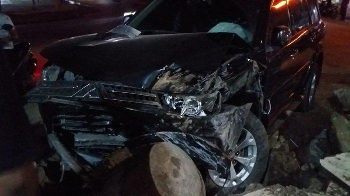 Kondisi mobil dinas Wabup Aceh Tamiang, HT Insyafuddin setelah mengalami kecelakaan di Teluknibung, Aceh Timur, Selasa (18/2/2020) dini hari. Insyafuddin dilaporkan dalam kondisi baik.