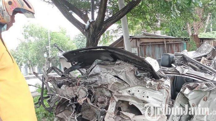 Mobil Ditabrak Kereta Api di Sukodadi, Pengemudi dan Penumpang Tewas di Lokasi