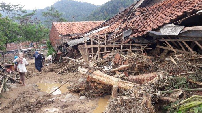 Kondisi pemukiman warga di Desa Sukamaju, Kecamatan Cigudeg, Kabupaten Bogor pasca dilanda banjir, Kamis (2/1/2020). TribunnewsBogor.com/Naufal Fauz