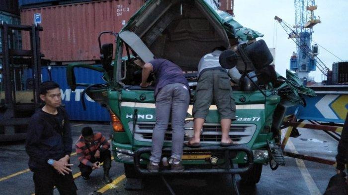 BREAKING NEWS - Kontainer Jatuh dari Ketinggian 8 Meter di Pelabuhan Pontianak Renggut Nyawa Seniman