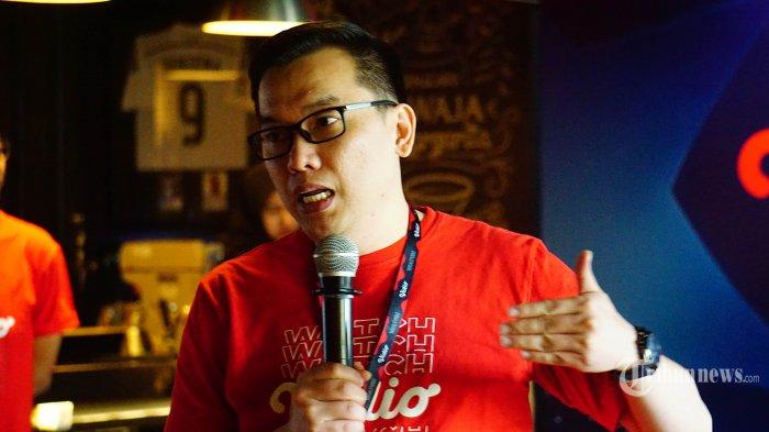 Deputi CEO Vidio.com Hermawan Sutanto menjelaskan tentang perusahaannya yang akan menyiarkan Liga Champions dan Liga Eropa musim depan pada konferensi pers di kawasan Senayan, Jakarta Pusat, Kamis (12/9/2019). Vidio.com bekerja sama dengan First Media dan USEE TV berusaha memudahkan penyuka bola untuk menonton kejuaraan bola paling bergengsi tersebut. TRIBUNNEWS.COM/IQBAL FIRDAUS
