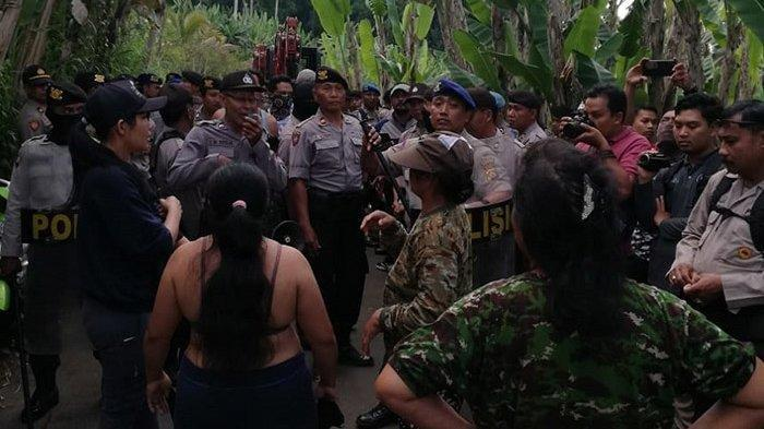 Konflik sengketa tanah antara warga Dusun Selasih, Desa Puhu, Payangan, Gianyar, Bali, Sabtu (23/11/2019), diwarnai kericuhan.