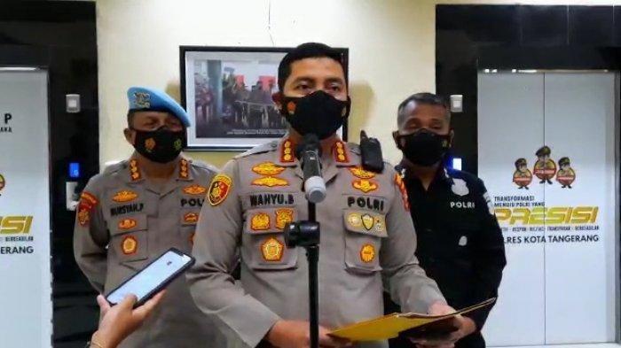 Konfrensi pers Kapolresta Tangerang, Kombes Pol Wahyu Sri Bintoro di loby Polresta Tangerang. Terkait video viral, yang menunjukan seorang oknum polisi membanting salah seorang mahasiswa yang melakukan demonstrasi.