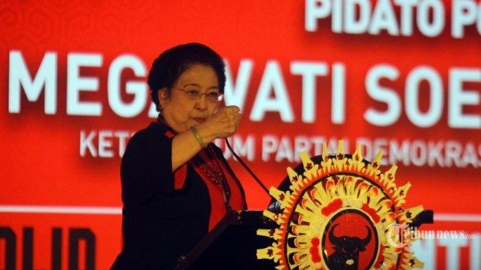 Ketua Umum PDIP Megawati Soekarnopurtri menyampaikan pidato politiknya dalam pembukaan Kongres ke-V PDI Perjuangan di Bali, Kamis (8/8/2019). Kongres yang akan berlangsung sampai hari Sabtu 10 Agustus 2019 tersebut selain mengagendakan pidato politik Megawati Soekarnoputri juga penyusunan kepengurusan partai. TRIBUN BALI/RIZAL FANANI