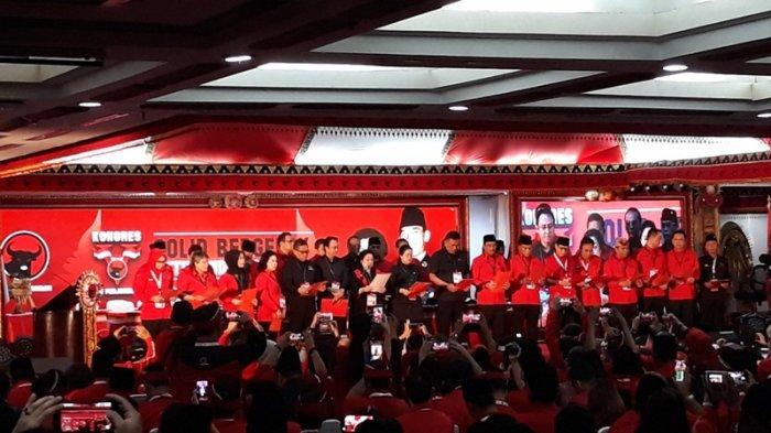 Ketua Umum PDI Perjuangan Megawati Soekarnoputri mengumumkan susunan pengurus Dewan Pimpinan Pusat (DPP) PDI Perjuangan periode 2019-2024 di arena Kongres V PDIP di Grand Inna Bali Beach Hotel, Sanur, Bali, Sabtu (10/8/2019).