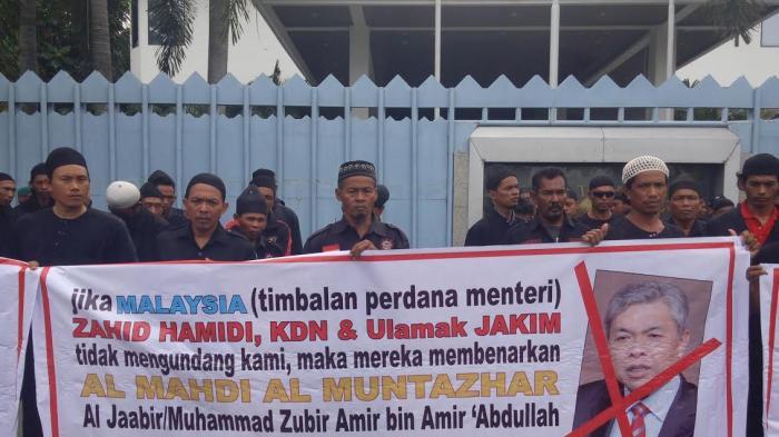 Pasukan Akhir Zaman 313 Kepung Konjen Malaysia di Medan