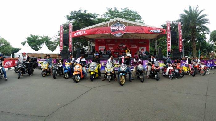 Peserta kontes modifikasi di gelaran FDR Day 2019 Tangerang di Alun-alun Tigaraksa, Tangerang, Sabtu (14/12/2019).