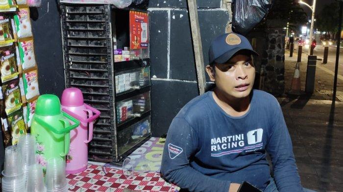 Pedagang Kopi di Kemang Raya Mengaku Terkejut Kegiatan Masyarakat Dibatasi: Saya Gak Dapet Info