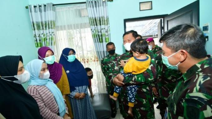 KSAL Sambangi Keluarga Awak KRI Nanggala 402 Letkol Irfan Suri di Bogor