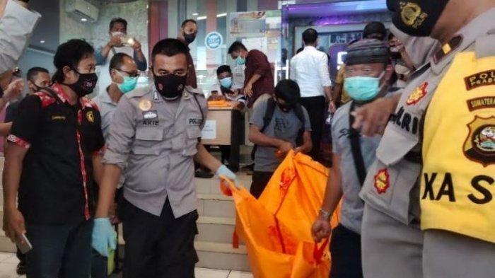 Korban pembunuhan sadis di tempat karaoke keluarga Diva di Jalan Jendral Sudirman Kelurahan Wonosari Kecamatan Prabumulih Utara kota Prabumulih, Rabu (25/11/2020). (Tribun Sumsel/ Edison)