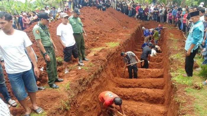 18 dari 27 Jenazah Korban Kecelakaan Tanjakan Emen Dikubur dalam Satu Lubang