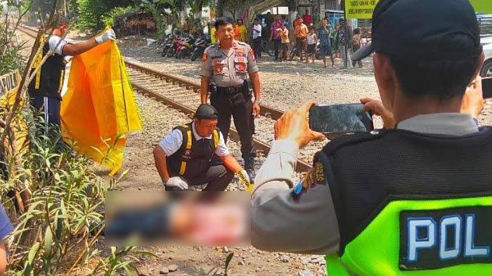 Suasana evakuasi korban tertabrak kereta api di dekat Mapolsek Waru, Jumat (15/11/2019).