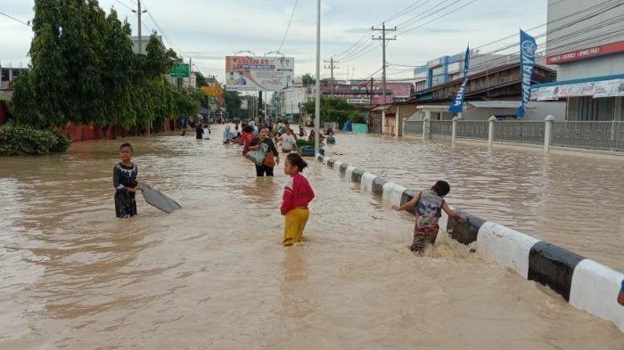 Jalan Utama Kota Tebingtinggi Tergenang Banjir, Akses Menuju Siantar Lumpuh