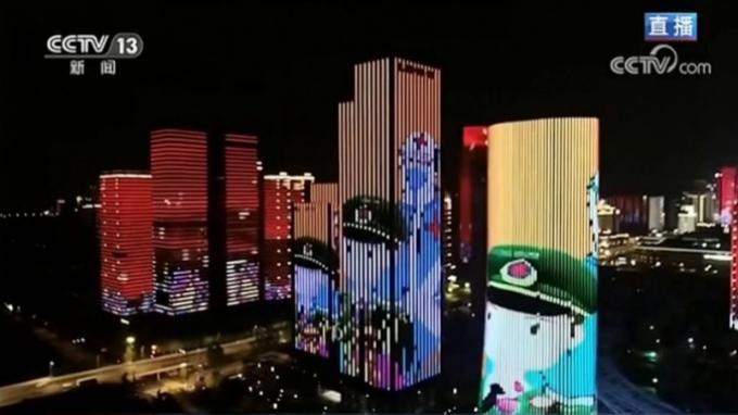 Kota Wuhan merayakan dibukanya kembali kota itu setelah penguncian akibat wabah corona selama dua bulan dengan pesta spektakuler.