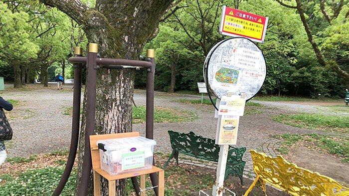 Kotak masker berisi lembaran (rol) sheet masker, tali dan petunjuk cara pembuatan masker. Siapa pun bebas mengambil dan membuat masker sendiri mengambil bahan-bahan tersebut dari dalam box. Dimaksudkan bagi yang terlupa atau tidak membawa masker di Banpaku Koen Osaka.
