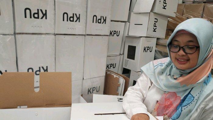 KPU Solo Temukan 58 Kotak Suara Berbahan Karton dalam Kondisi Rusak, Ini Penampakannya