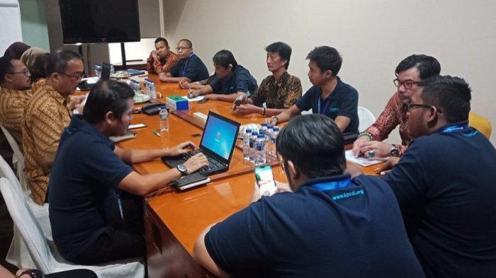 Suasana diskusi antara Pengurus Pusat Komunitas Pasien Cuci Darah Indonesia (KPCDI) dan LBH Harapan Bumi Pertiwi dengan pihak BPJS Kesehatan, Selasa (10/7/2019)