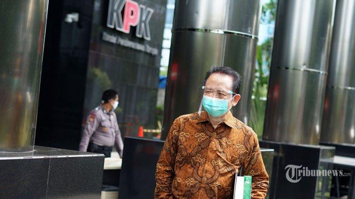 Mantan Ketua DPR RI periode 2009-2014, Marzuki Alie, meninggalkan gedung KPK usai menjalani pemeriksaan di Jakarta, Senin (16/11/2020). Marzuki Alie diperiksa KPK terkait perkara suap mantan Sekretaris Mahkamah Agung Nurhadi dan ia diperiksa sebagai saksi untuk tersangka Hiendra Soenjoto.