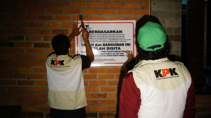 Tim penyidik KPK menyita 1 unit vila beserta tanah seluas 2 hektare di Desa Cijengkol, Kecamatan Cibadak, Kabupaten Sukabumi, Jawa Barat pada Kamis (18/2/2021) hari ini pukul 18.00 WIB. Aset yang disita diduga milik mantan Menteri Kelautan dan Perikanan Edhy Prabowo. (Dok Tim Penyidik KPK)