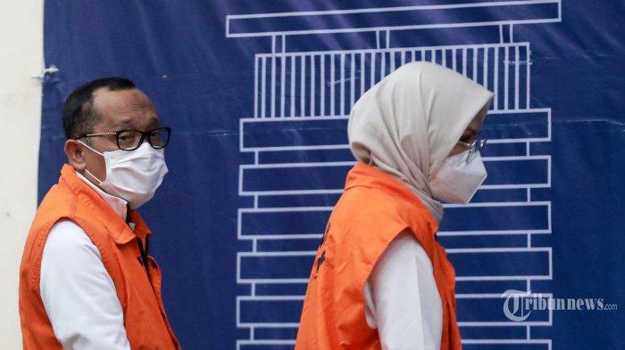 KPK Perpanjang Masa Penahanan Bupati Probolinggo Puput Tantriana dan Suaminya Hasan Aminuddin