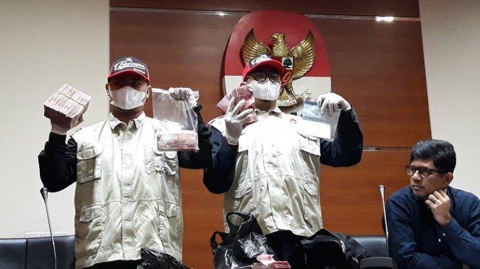 Kronologi OTT Hakim Kayat, Kelabui Petugas KPK dengan Keresek Hitam Berisi Botol Minum Bekas