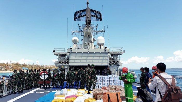 TNI Kerahkan KRI Ahmad Yani Kirim 12 Ton Bantuan Kemanusiaan untuk Korban Bencana di NTT