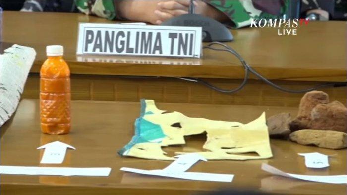 Sejumlah barang yang diduga kuat merupakan bagian dari kapal selam KRI Nanggala-402 ditemukan dalam pencarian.