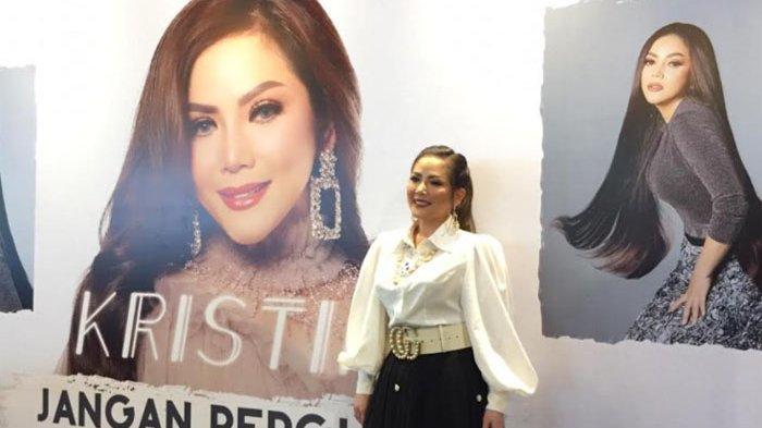 Kristina saat merilis mini album miliknya di Kopi Genta kawasan Museum Staria Mandala, Jl. Gatot Subroto Jakarta Selatan, Senin (7/12/2020).