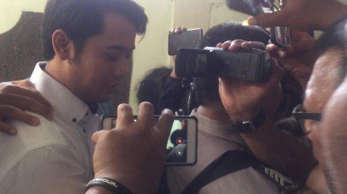 Kriss Hatta saat menjumpai awak media sebelum sidang, di Pengadilan Negeri Jakarta Selatan pada Rabu (8/10/2019).