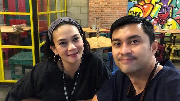 Potret Anjasmara Rayakan 21 Tahun Pernikahan dan Ultah Dian Nitami ke-49 Bareng Anak dan Cucu