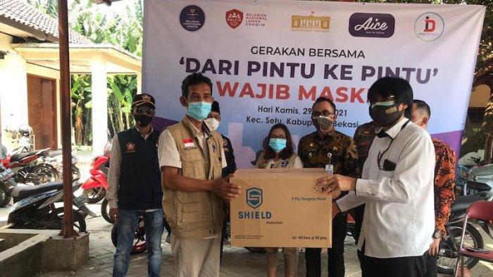 Dari Pintu Ke Pintu KSP Sebar Masker Guna Tingkatkan Prokes Masyarakat di Bekasi
