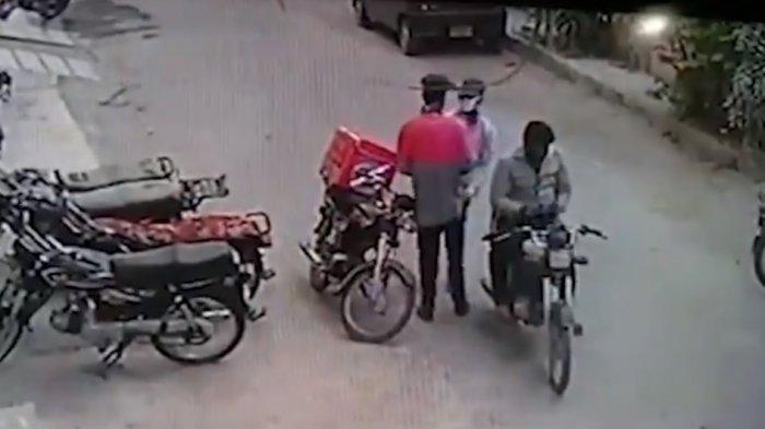 Viral Perampok Kembalikan Barang Jarahan, Peluk Korbannya karena Tak Tega Lihat Dia Menangis