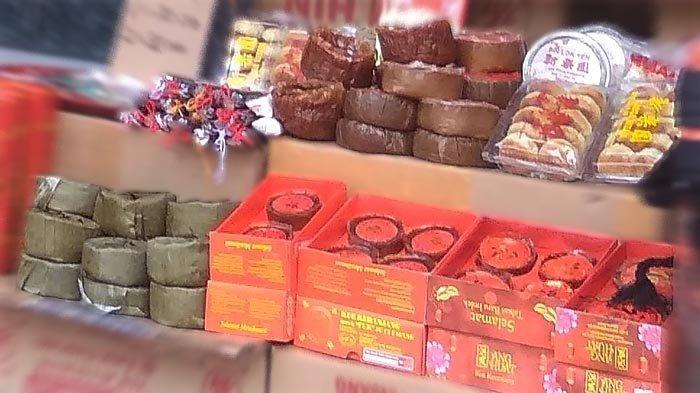 Kue keranjang sudah dijual beberapa pekan sebelum Tahun Baru Imlek, sebagai sesajian bagi Dewa Dapur dalam ritual Xiao Nian.