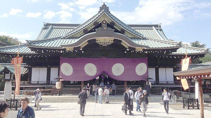 Kuil Yasukuni di Tokyo, tempat disemayamkannya para pahlawan perang Jepang saat Perang Dunia II.