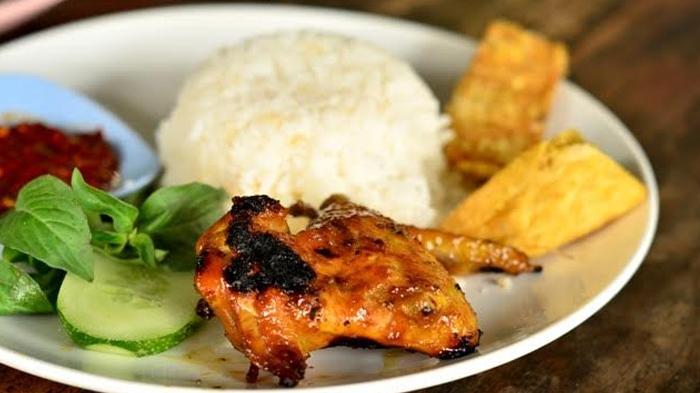 Seporsi Nasi Hangat, Ayam Bakar, Plus Tempe Tahu Goreng dan Lalapan Cuma Rp 13 Ribu, Mau?