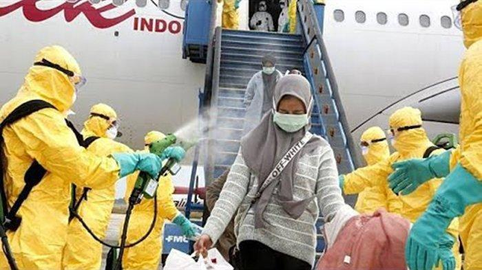 Akun rusia ini meremehkan penyemprotan disinfektan ke WNI dari Wuhan di Bandara Batam, netizen langsung ramai beri pembelaan hingga penjelasan.