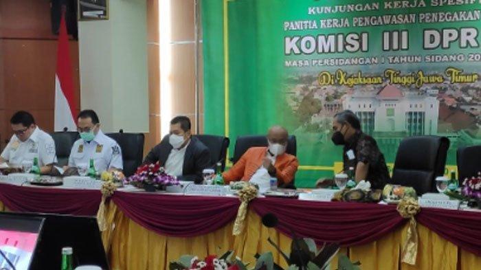 Suasana kunjungan Komisi III DPR RI di Gedung Kejati Jatim, Jalan A. Yani, Surabaya, Rabu (2/9/2020).