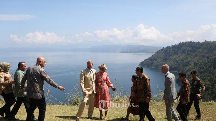 Ketika Para Menteri Jokowi Belanja Produk Kreatif Khas Danau Toba