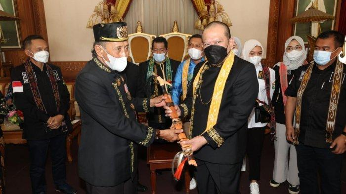 Kunjungi Kesultanan Kukar, LaNyalla Perjuangkan Hari Kebudayaan dan Agendakan Kongres Raja Nusantara