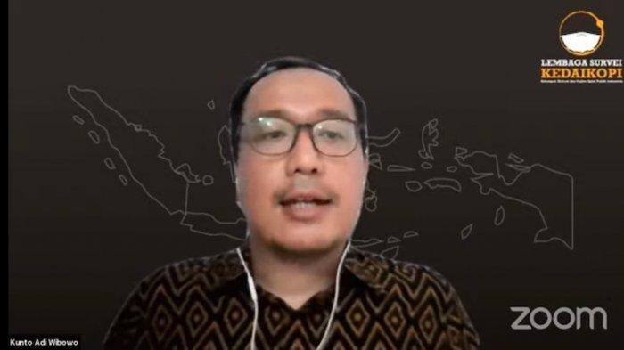 Direktur Eksekutif Lembaga Survei Kedai Kopi Kunto Adi Wibowo