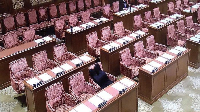 kursi-kosong-oposisi-jepang-di-parlemen.jpg