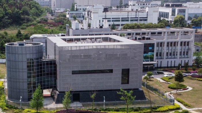 ILUSTRASI - Foto dari udara menunjukkan laboratorium BSL-4 di Institut Virologi Wuhan di Wuhan di Provinsi Hubei Tengah Cina pada 17 April 2020. Laboratorium epidemiologi P4 dibangun bekerja sama dengan perusahaan bio-industri Prancis Institut Merieux dan Akademi Ilmu Pengetahuan China . Fasilitas ini adalah di antara segelintir laboratorium di seluruh dunia yang dibuka untuk menangani patogen Kelas 4 (P4) - virus berbahaya yang berisiko tinggi penularan dari orang ke orang.