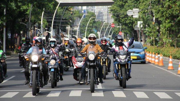 Gelar ''Girls Ride Out'', Royal Enfield Ajak Lady Biker Keliling Jakarta