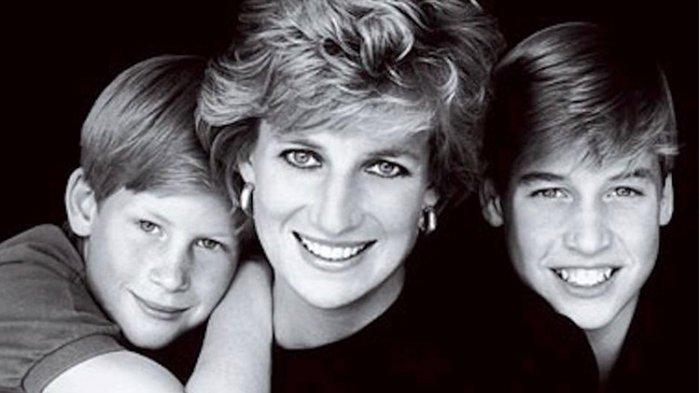 Mendiang Lady Diana diapit Pangeran Harry dan Pangeran William